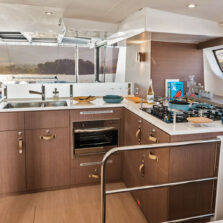 La cucina del catamarano Bali 4.6