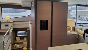 Catamarano Bali 4.6 frigorifero 2 ante